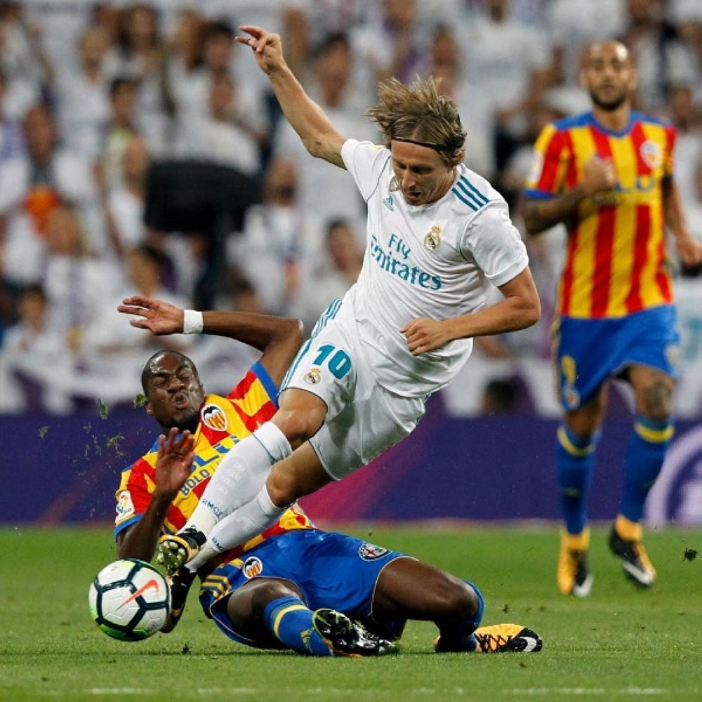 قمة الدوري الإسباني بين ريال مدريد وفالنسيا انتهت بالتعادل الإيجابي بهدفين لكليهما