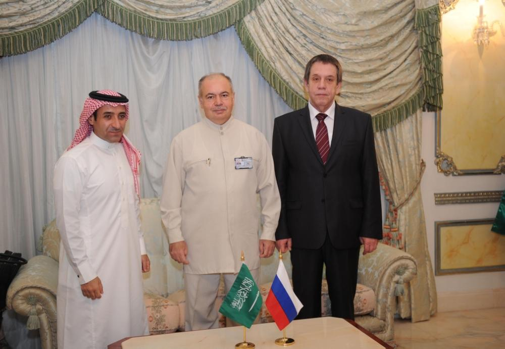 Dr. Mohammed Hamzayov, Director of Russian pilgrims office, with Tareq Bin Mohammed Anqawe. — SPA