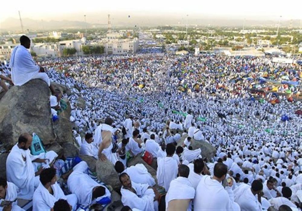 ضيوف الرحمن يتوافدون إلى صعيد عرفات