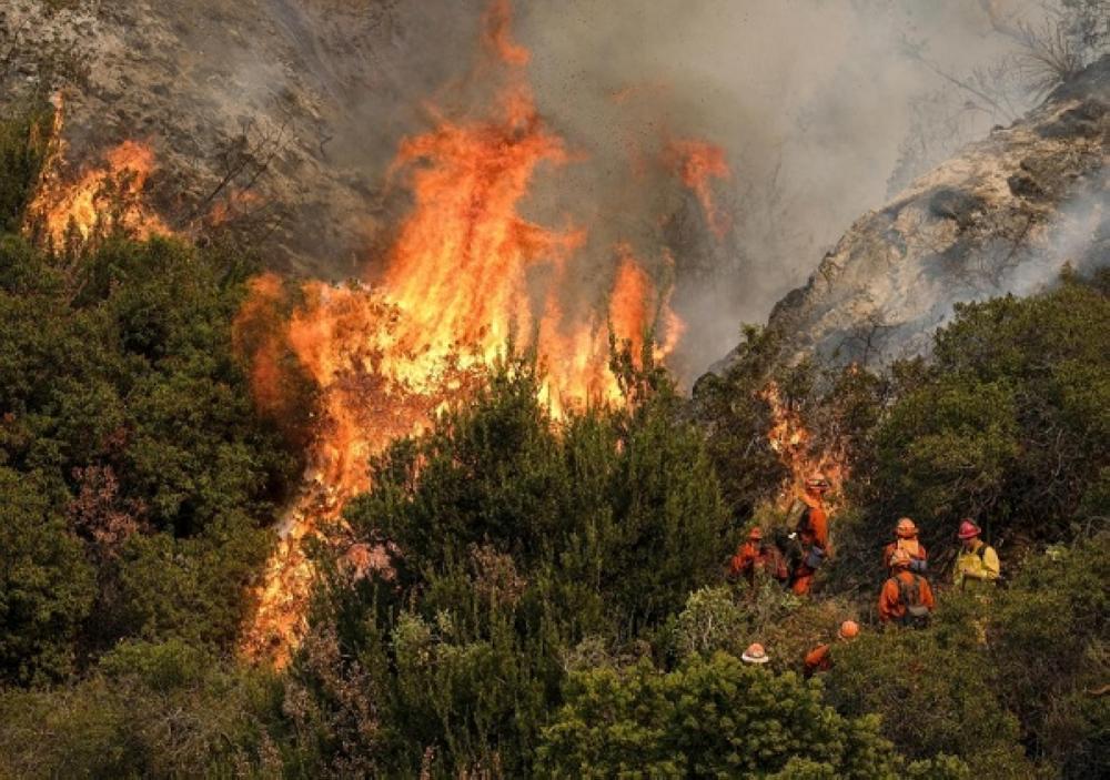 بالصور.. «موقد» يشعل حرائق لوس أنجليس.. والأمطار تفشل في إخمادها