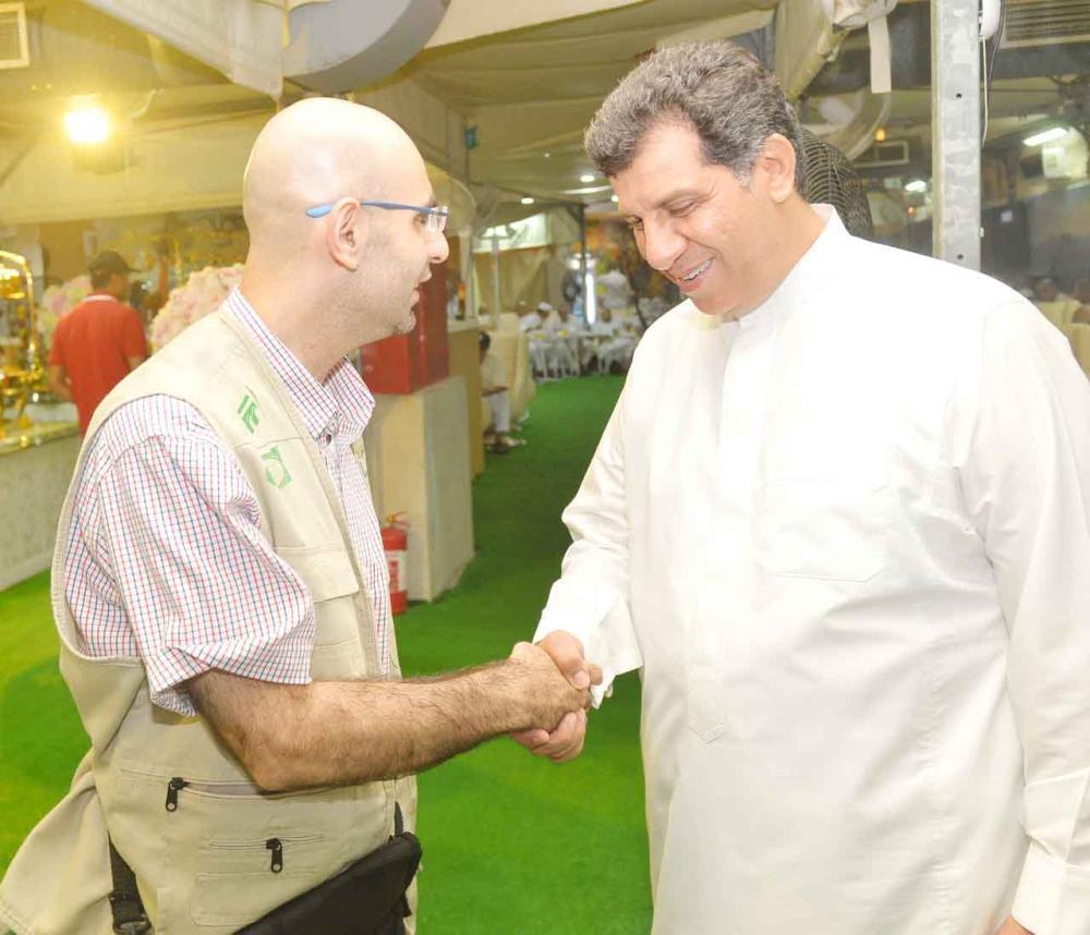 مشرف الشركة السياحية المسؤولة عن حجاج المخيم أشرف شيحة.  (تصوير: عاطف هوساوي)
