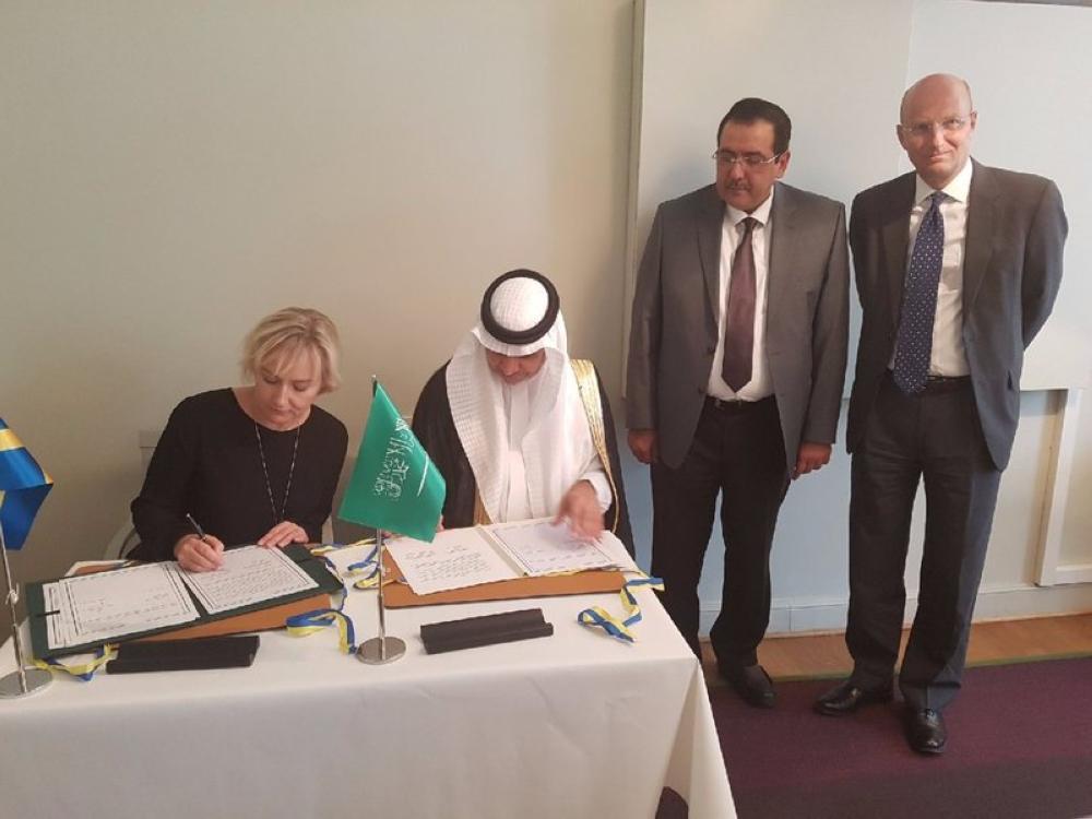 العيسى يوقع اتفاقية تعاون تعليمي مع وزيرة التعليم السويدية