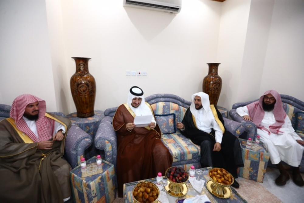 نائب أمير منطقة الجوف يزور رؤساء المحاكم وقضاة المنطقة