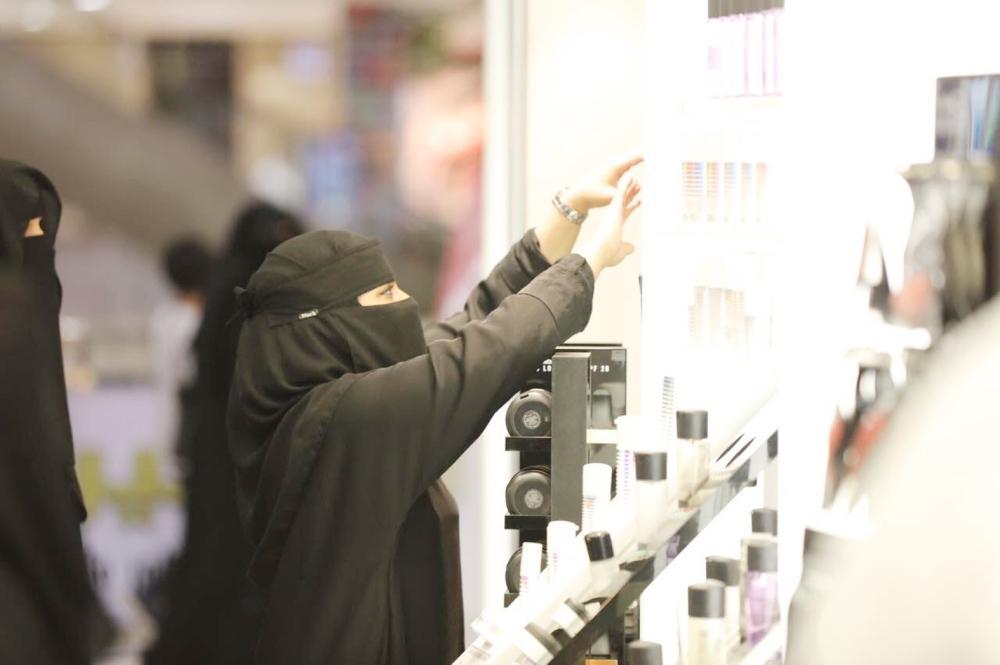 فتيات جازان يتحدين البطالة بتصنيع العطور