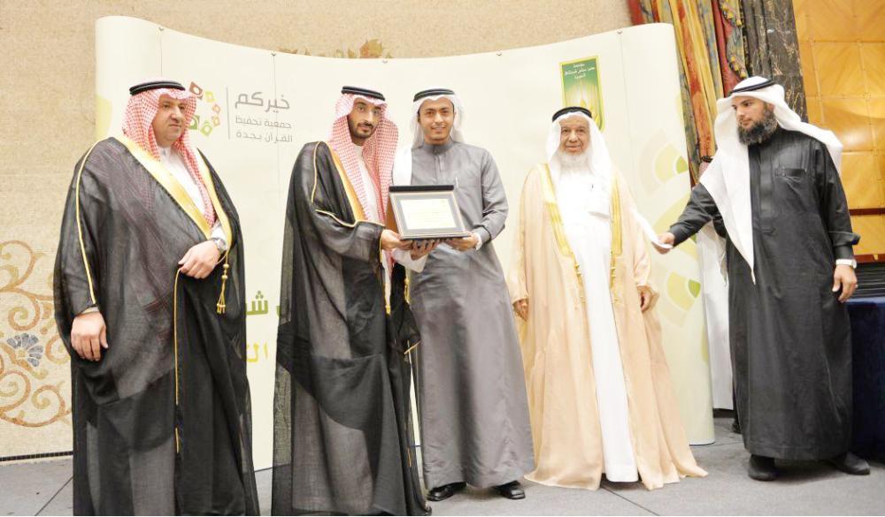 نائب أمير يكرم الفائزين بجائزة