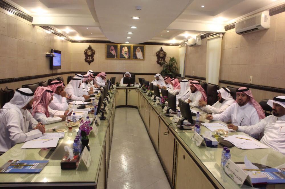 من اجتماع المجلس البلدي.