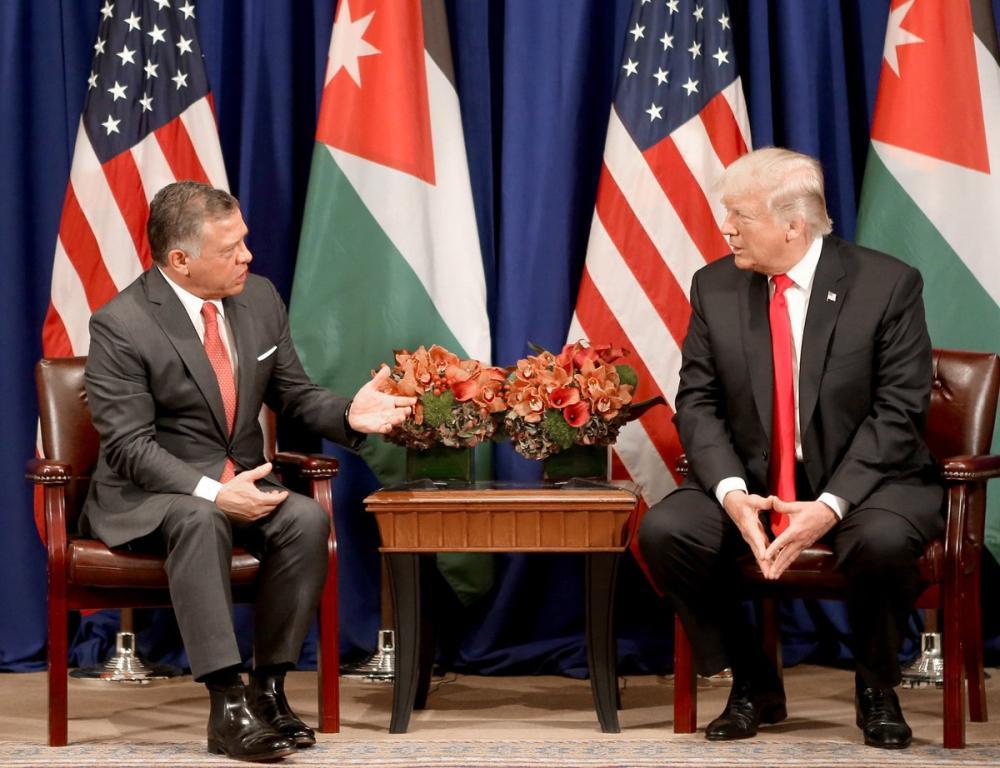ترمب يعقد مباحثات مع ملك الأردن