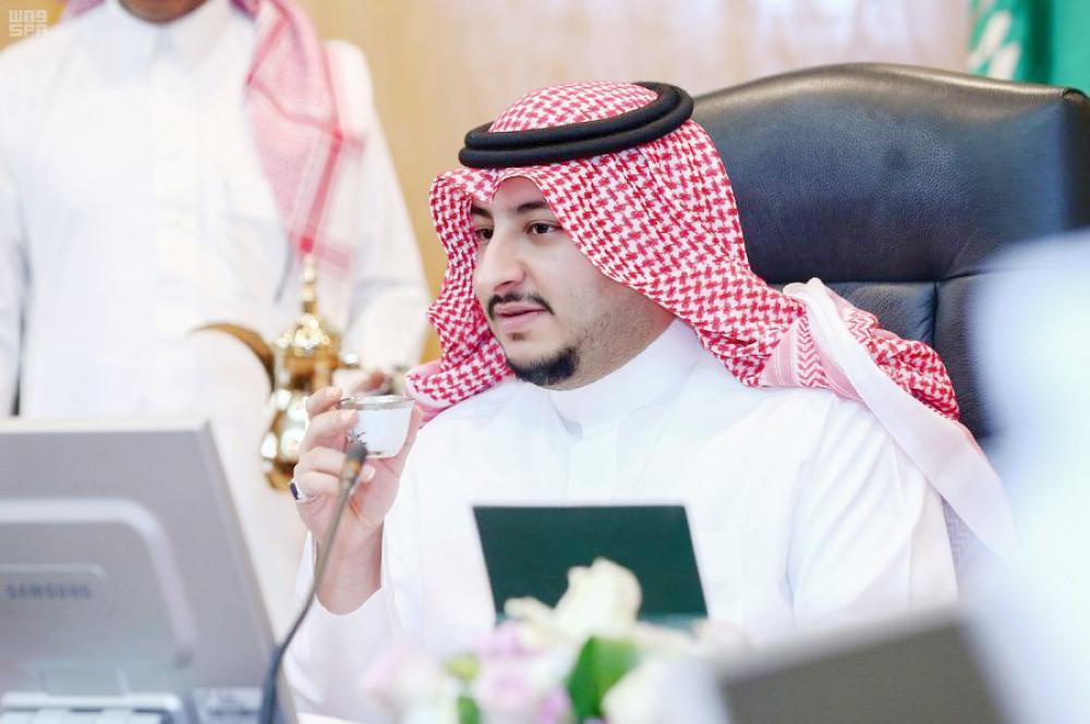 الأمير عبدالعزيز بن فهد خلال الاطلاع على استعدادت الاحتفال باليوم الوطني. واس