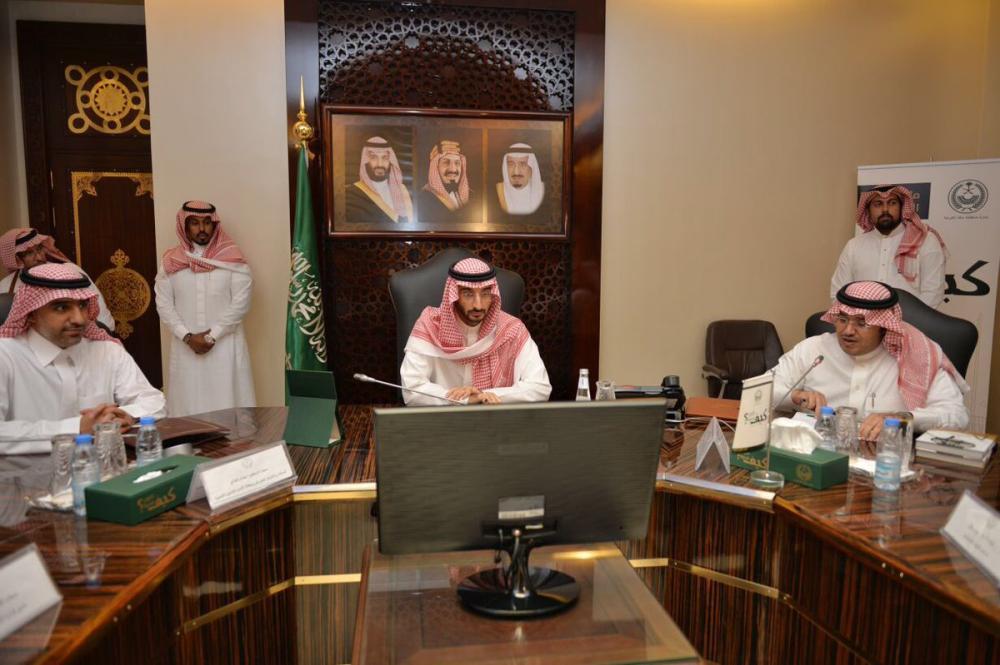 نائب أمير مكة يستعرض خطط العمل والتنمية الاجتماعية بالمنطقة