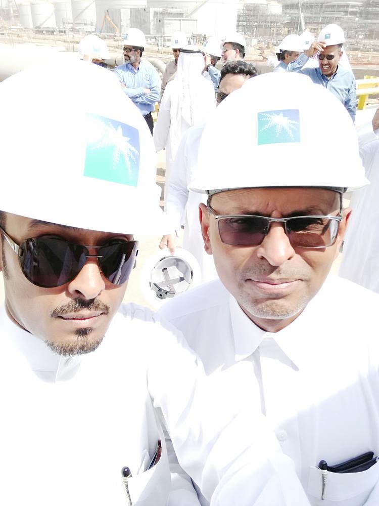 الزميل عبدالرحمن الختارش خلال جولة قام بها داخل المدينة الاقتصادية.