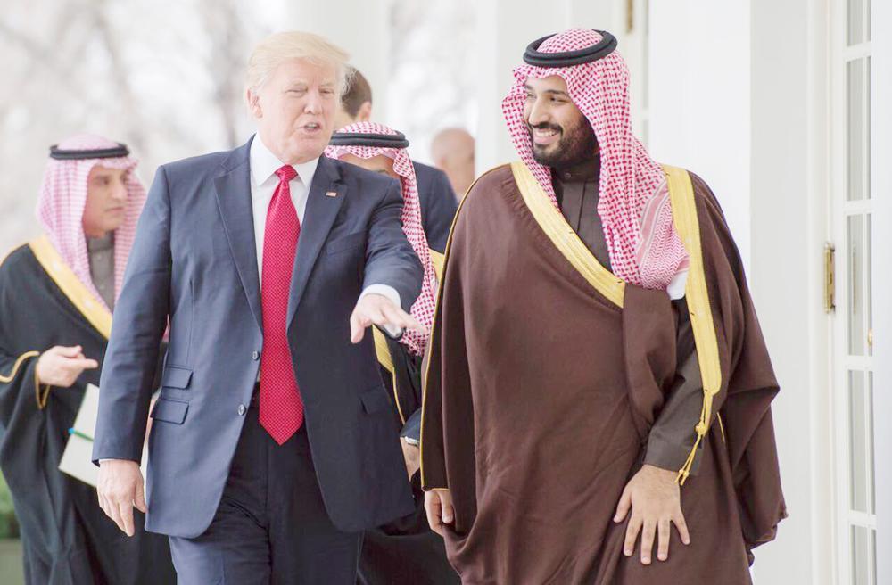 الأمير محمد بن سلمان في نقاش باسم مع الرئيس الأمريكي ترمب.