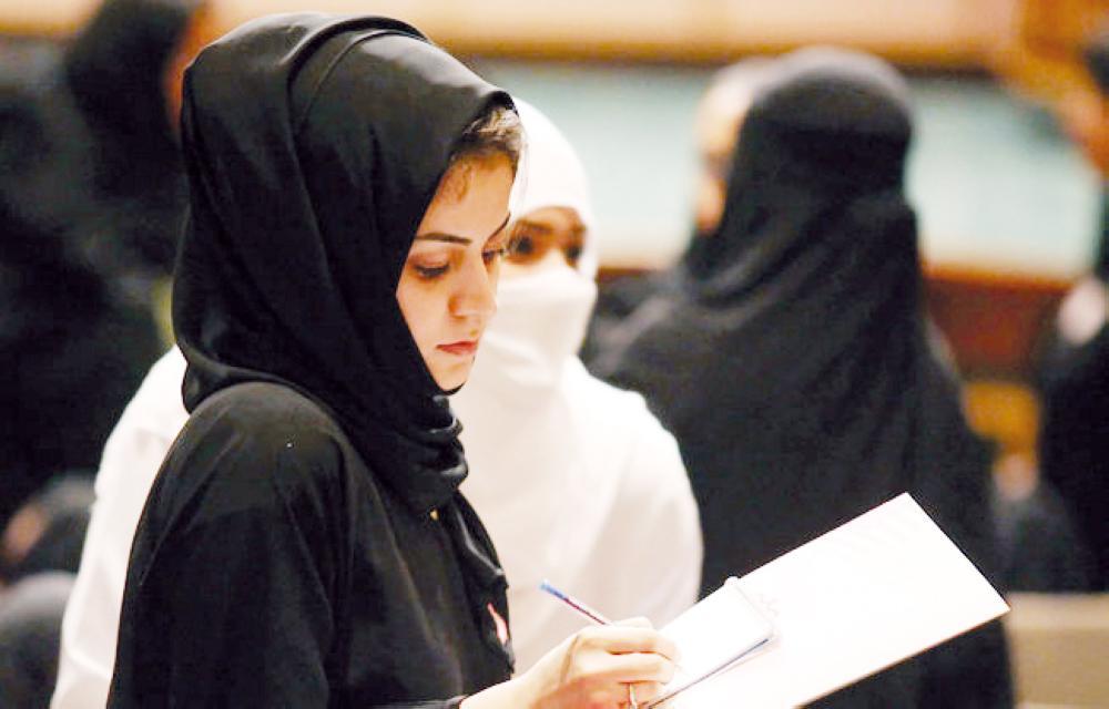 محاميات سعوديات يحصلن على تراخيص مزاولة المهنة.