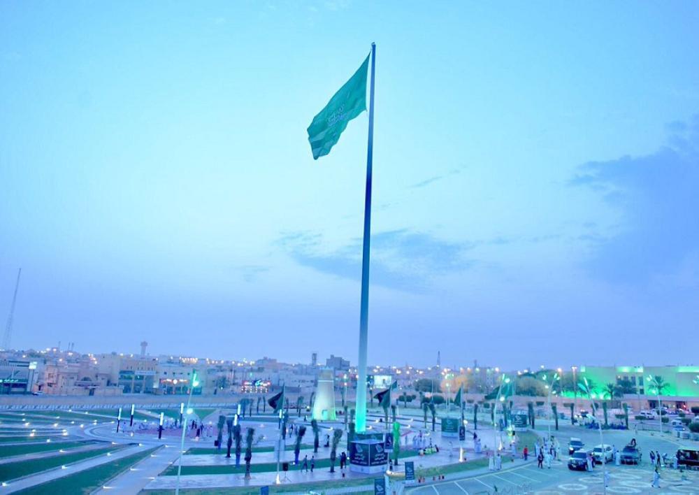 أمير القصيم يدشن أطول سارية للعلم السعودي في المنطقة