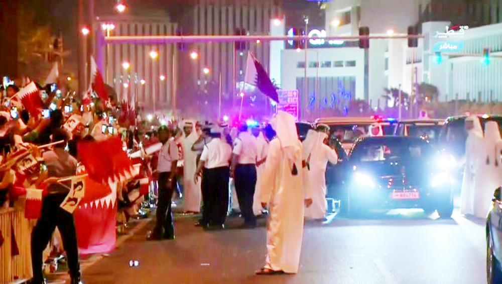 وسائل إعلام قطرية تضخم موكب تميم البسيط.