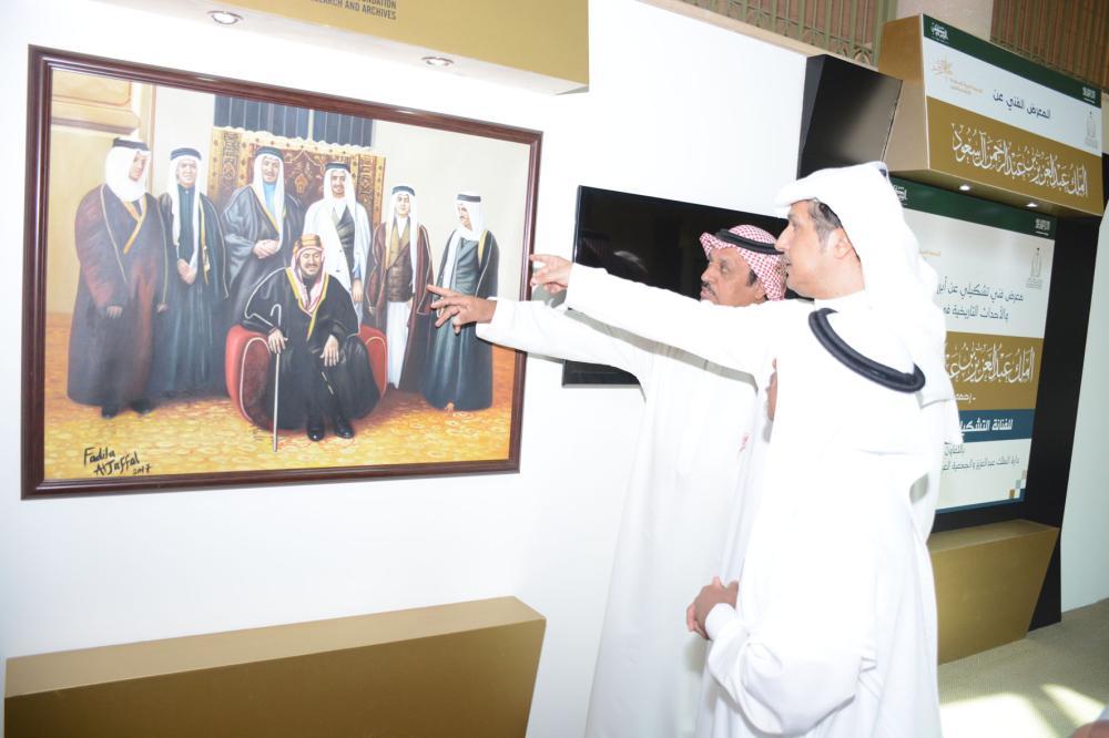طاهر بخش وسعد الخرجي أثناء افتتاح المعرض.