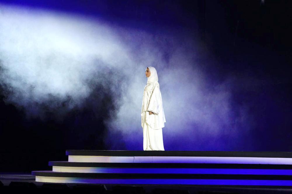 النملة أول سعودية تصعد على المسرح.