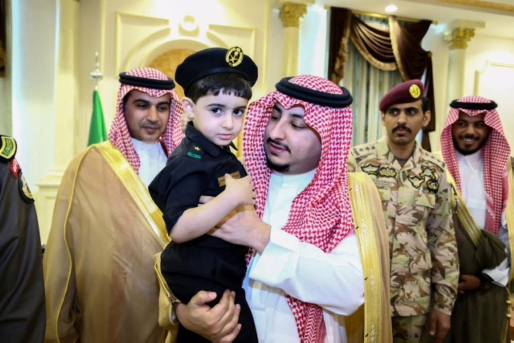 نائب أمير الجوف يستقبل مدير التعليم ومساعديه ومجموعة من طلاب المدارس