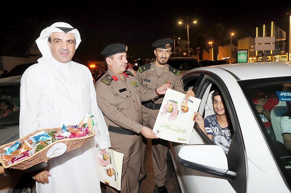 مدير شرطة جدة العميد عبدالوهاب عسيري والرائد نواف البوق أثناء الاحتفال.