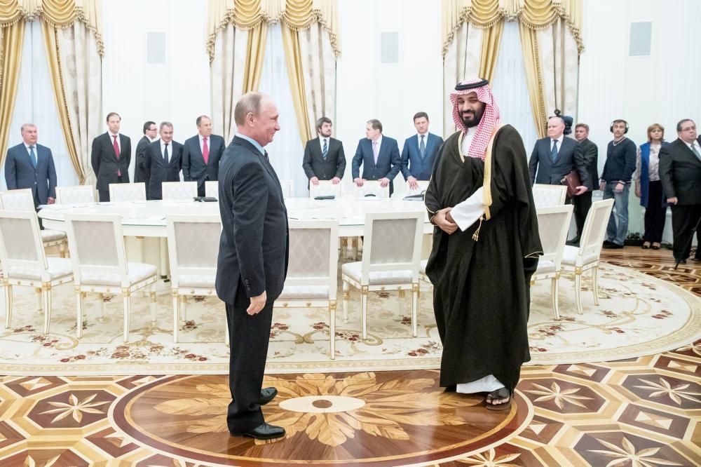 الأمير محمد بن سلمان في لقاء سابق مع بوتين. (عكاظ)