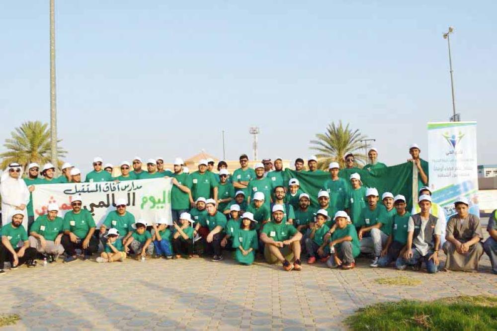 فريق هواة المشي المشارك في الفعالية.                                                                                                                                                    الفعالية حظيت بمشاركة ذوي الاحتياجات الخاصة. (عكاظ)