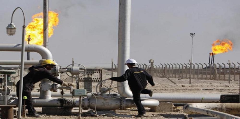 النفط ينزل عن 56 دولارا بفعل مؤشرات على ارتفاع الإنتاج