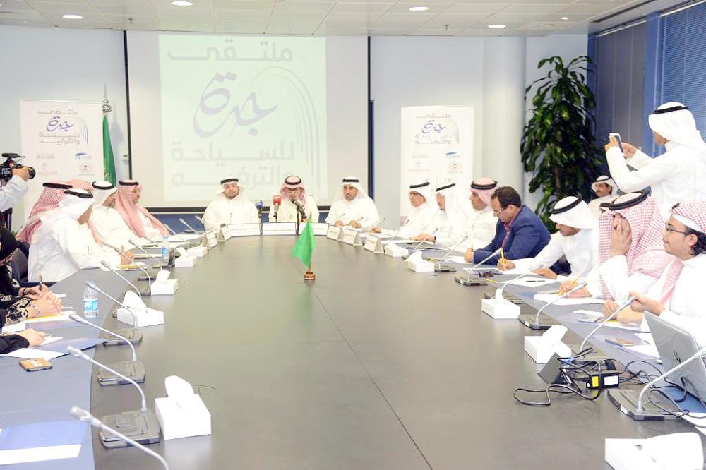 المؤتمر الصحفي لملتقى «مستقبل السياحة والترفيه في جدة». (عكاظ)
