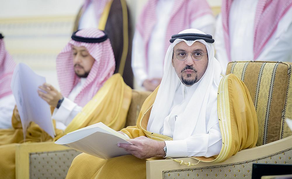 أمير القصيم يبحث إيجاد جائزة للموظف المثالي وسبل الارتقاء بالخدمات