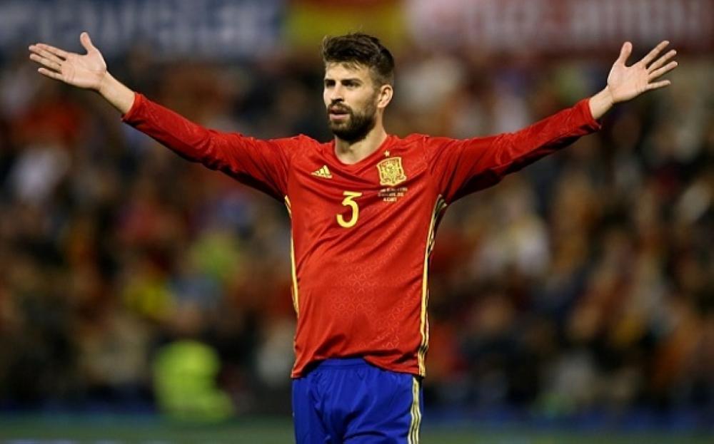 مدافع منتخب إسبانيا بيكيه.