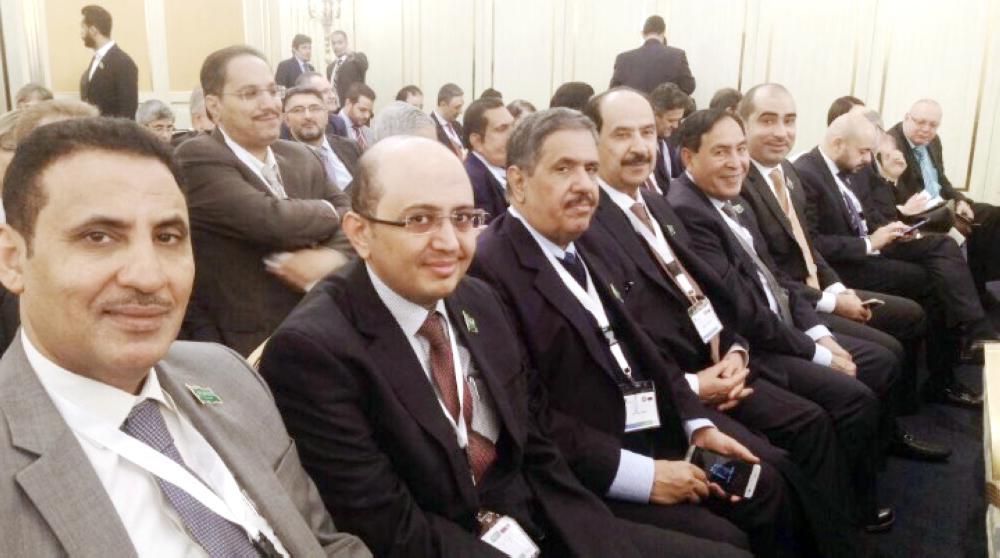 رجال أعمال سعوديون في حوار الرؤساء التنفيذيين الذي عقد أمس الأربعاء في موسكو.
