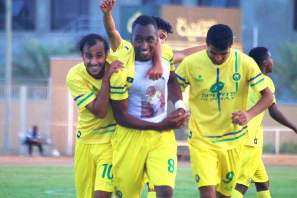 فرحة  لاعبوا العربي بالصدارة