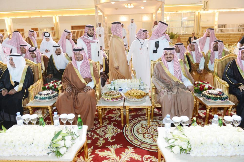الأميران فيصل بن خالد ومنصور بن مقرن يتابعان فعاليات الاحتفال.