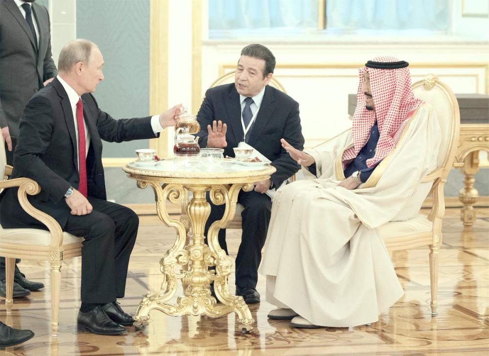 خادم الحرمين الشريفين أثناء لقائه الرئيس الروسي.