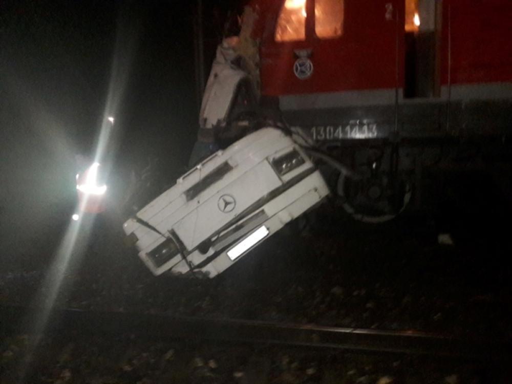 16 قتيلا في حادث اصطدام حافلة ركاب بقطار في روسيا