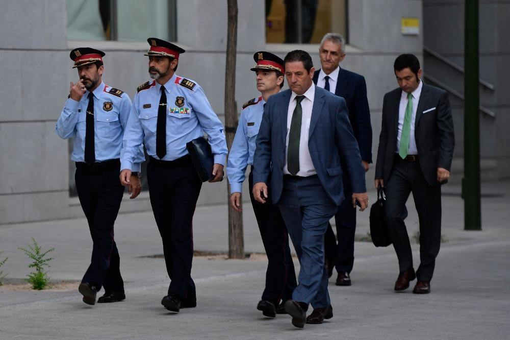 مدريد تحاكم قائد شرطة كاتالونيا بتهمة