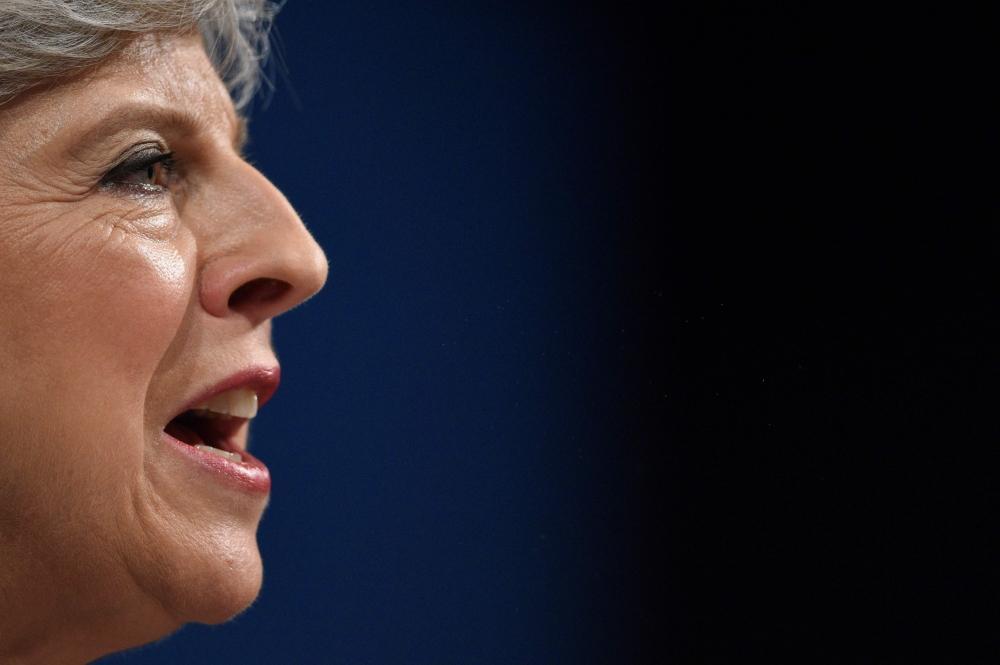 ماي تتحدى التمرد الحزبي.. سأمنح بريطانيا قيادة