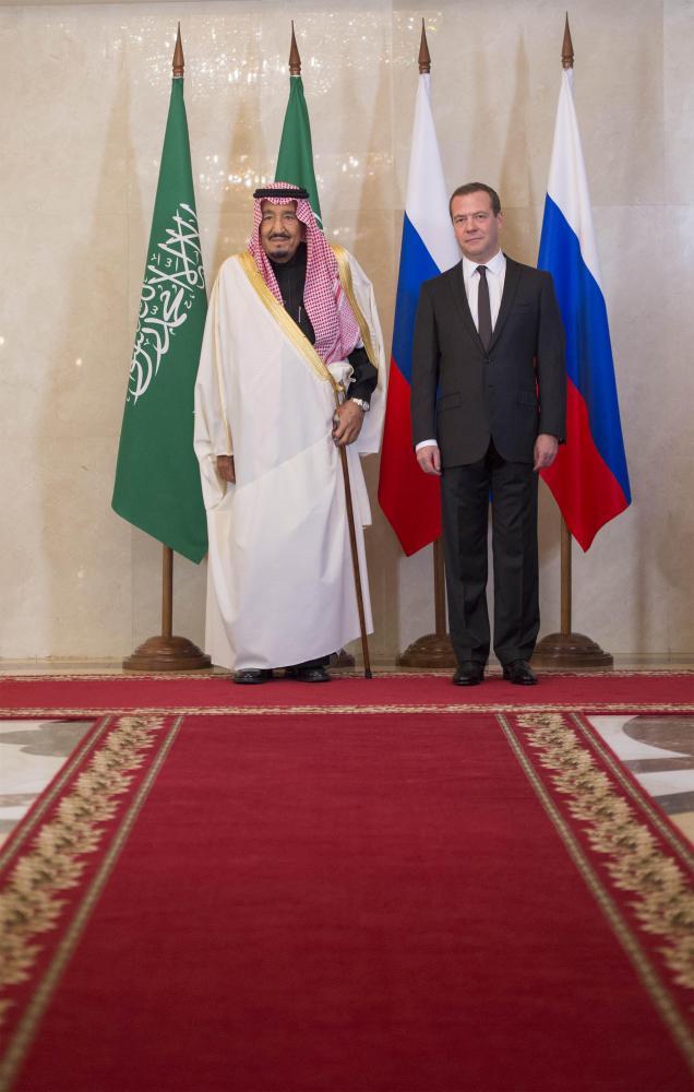 خادم الحرمين لمدفيديف: نتطلع إلى تعزيز الشراكة.. واستقرار المنطقة يتطلب توقف التدخلات الإيرانية