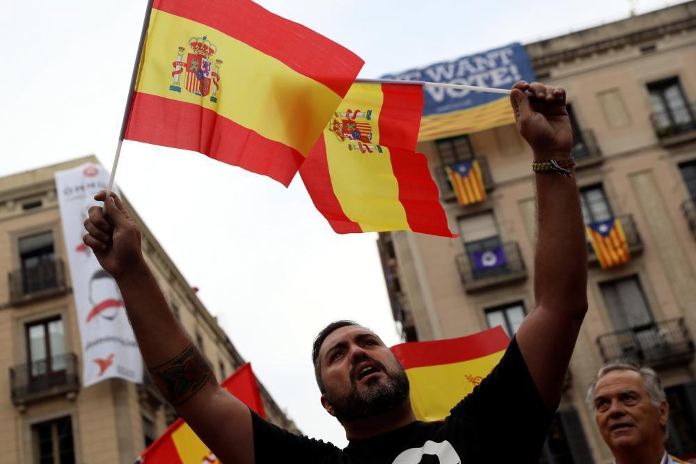صحيفة إسبانية: الأحزاب المؤيدة لانفصال كاتالونيا تعكف على صياغة إعلان الاستقلال