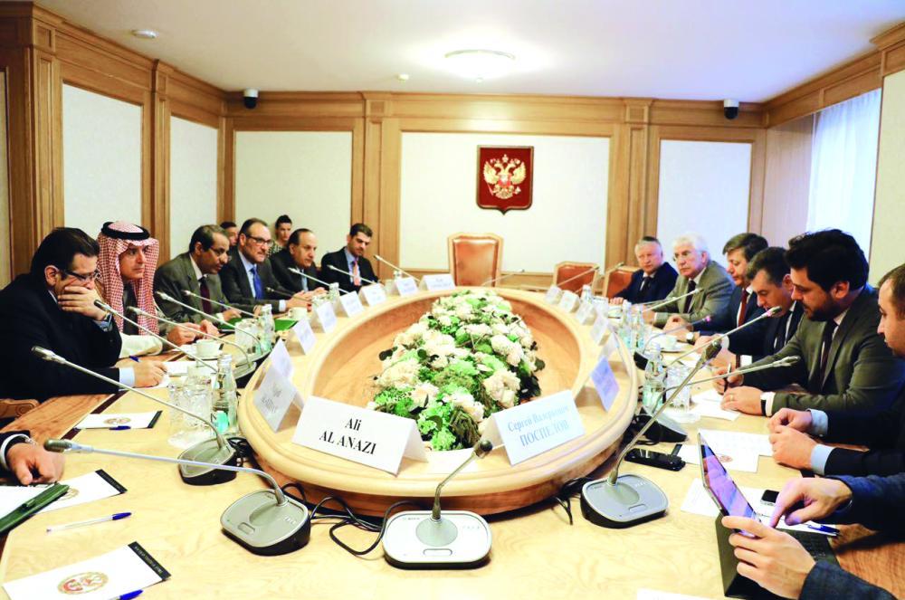 الجبير أنثاء لقائه ليونيد سلوتسكي ومسؤولين في مجلس الدوما.