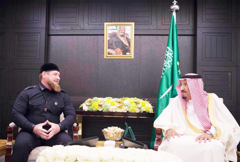 .. ومستقبلا الرئيس الشيشاني.    (تصوير: بندر الجلعود Bandaralgaloud@)