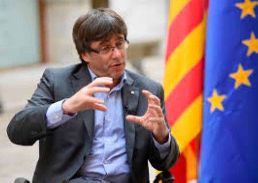 رئيس إقليم كاتالونيا كارليس بوتشيمون.