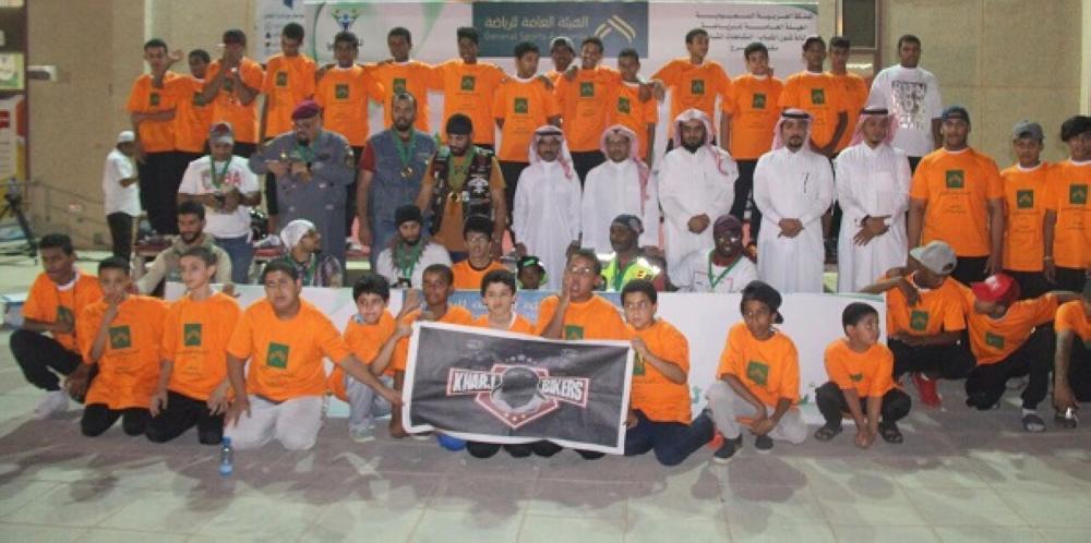 صورة جماعية لكافة الوفود واللاعبين المشاركين في برنامج الأسبوع الرياضي