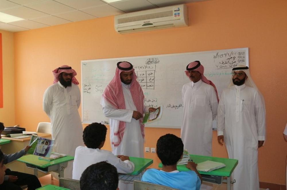 مدير تعليم القريات يتفقد مدارس العقيلة