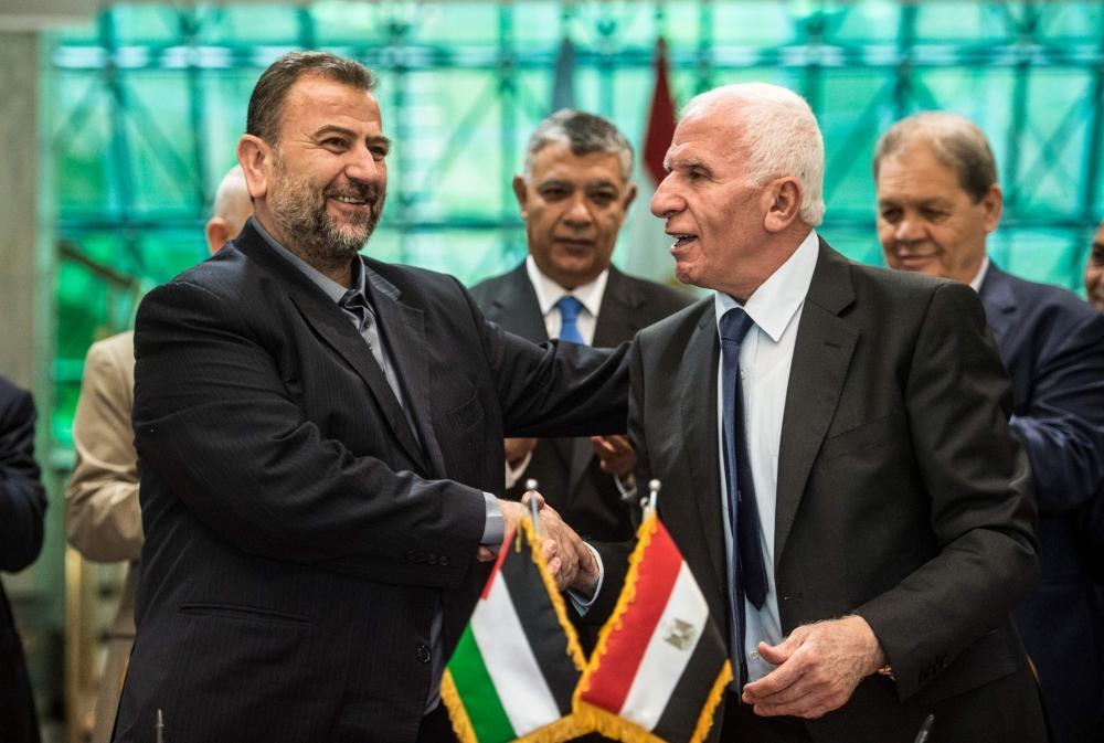 Fatah, Hamas sign reconciliation deal in Cairo