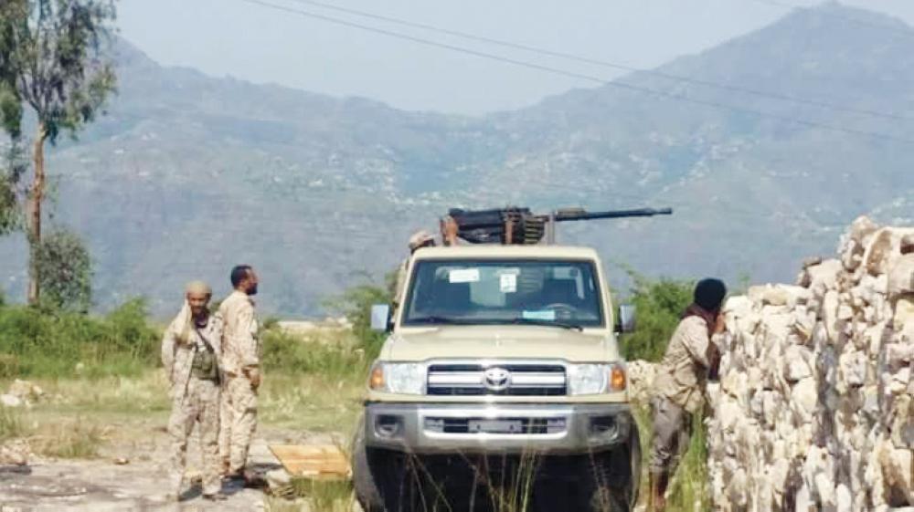 افراد من الجيش الوطني أثناء المواجهات مع الأنقلابيين في تعز.(متداولة