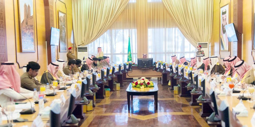 أمير الباحة مجتمعا مع وكلاء الإمارة ومحافظي المحافظات.