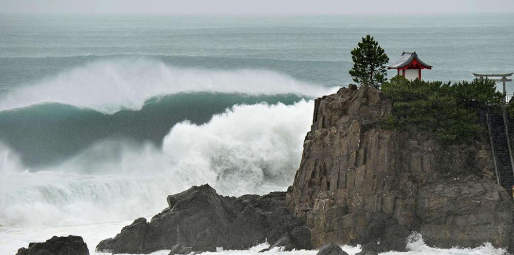 الإعصار «لان» يهدد اليابان