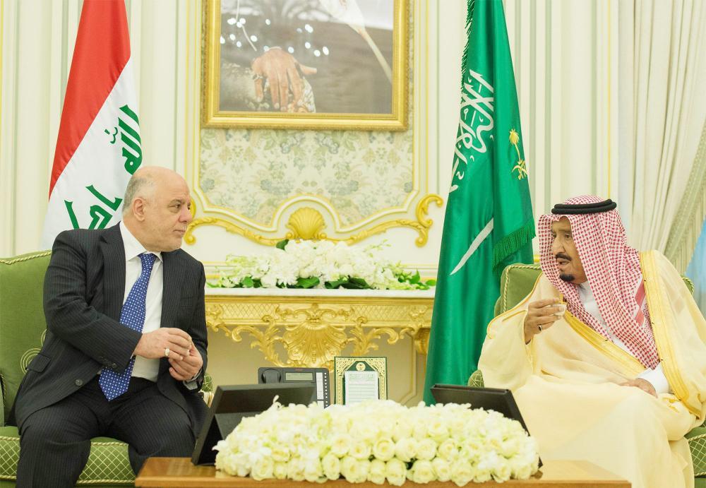 خادم الحرمين الشريفين في حديث مع رئيس الوزراء العراقي خلال زيارته للمملكة مطلع الأسبوع الحالي.