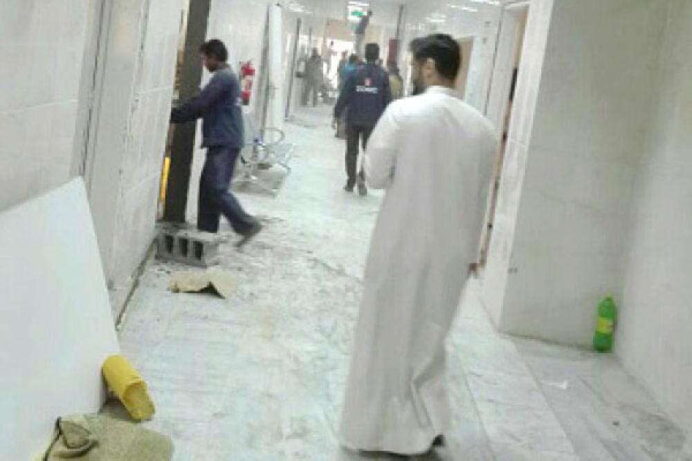 عمالة تجهز قسم علاج الإدمان في مستشفى الصحة النفسية ببلجرشي. (عكاظ)