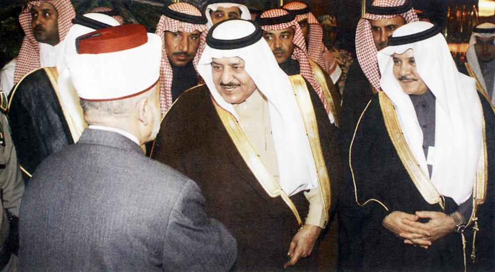 الأمير نايف بن عبدالعزيز وإلى جانبه د. ساعد العرابي الحارثي.