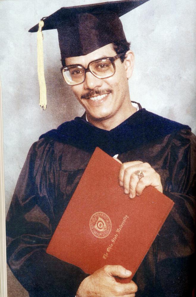 د. ساعد العرابي لدى حصوله على الدكتوراه من جامعة أوهايو 1983.